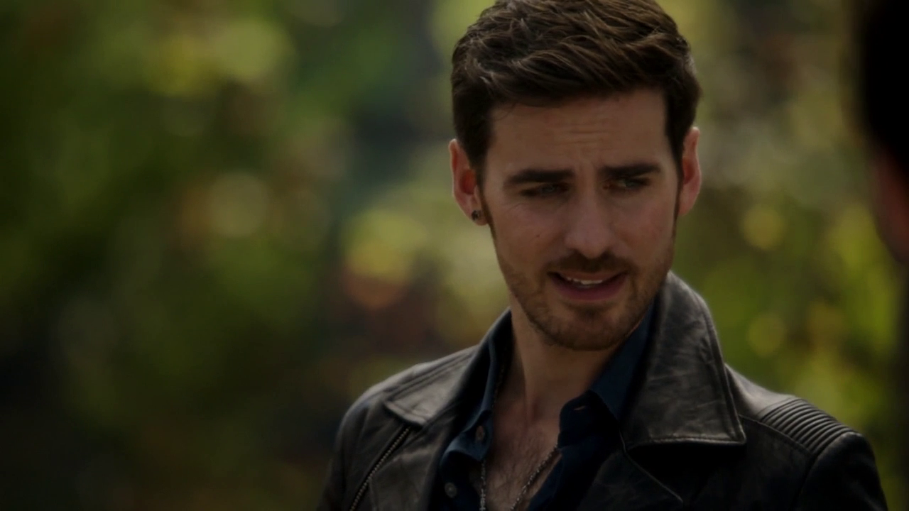 captain hook once upon a time screencaps The twitterverse may have exploded with love over the arrival of captain hook (colin of once upon a time translate him onto the screen 4.